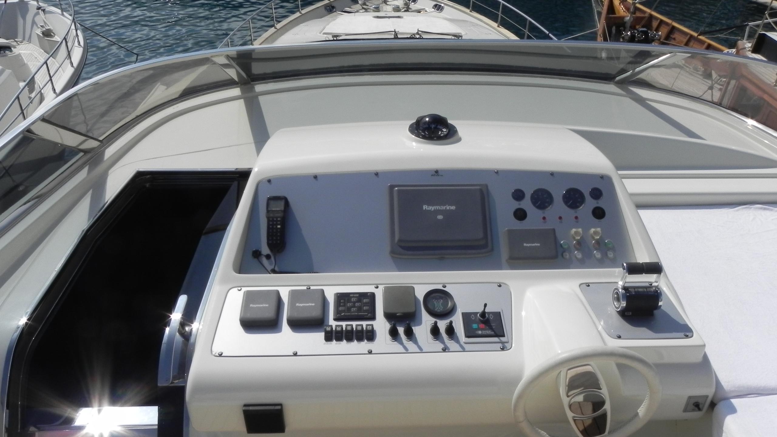 wedge-three-yacht-flybridge