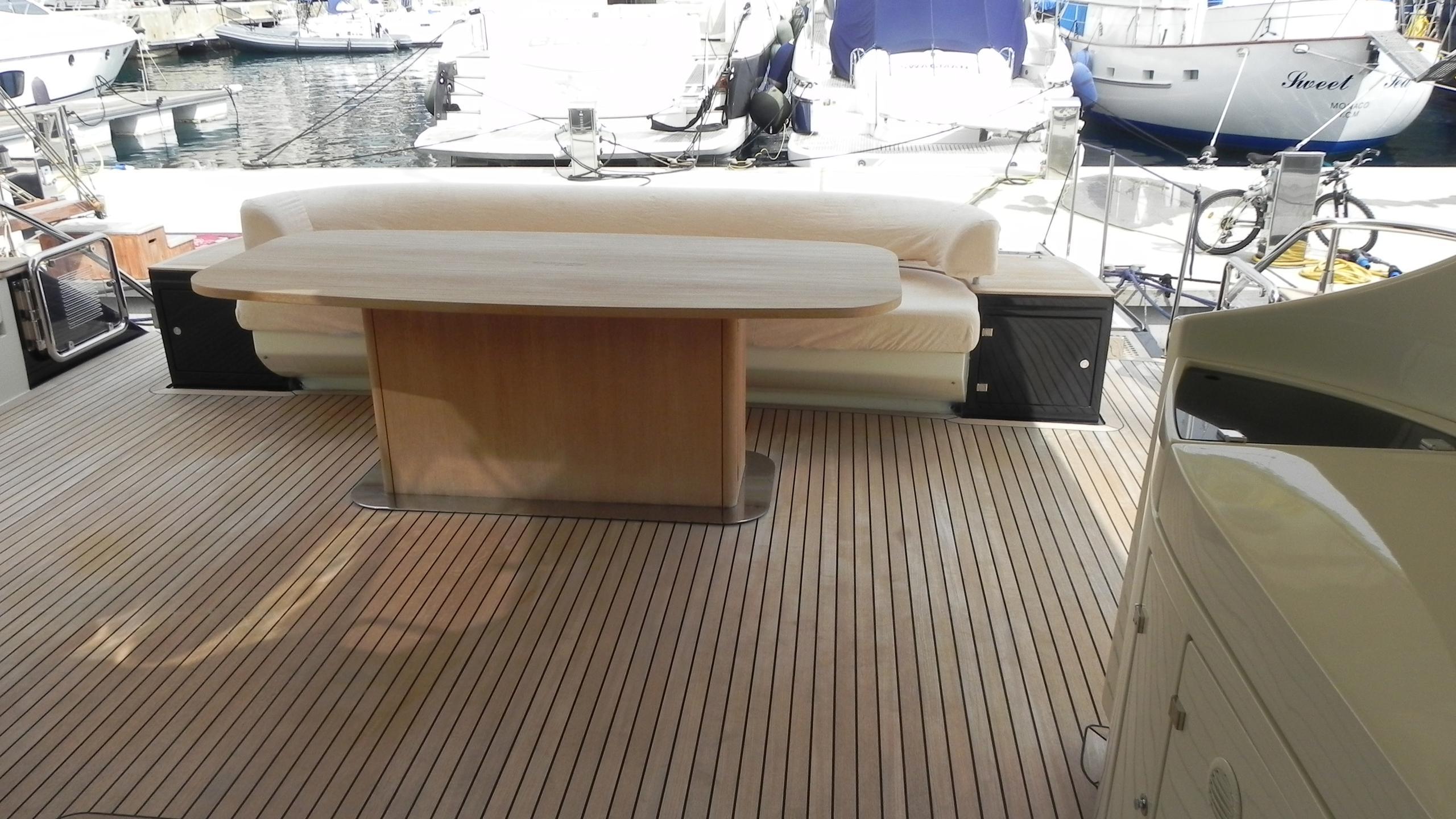wedge-three-yacht-aft-dining