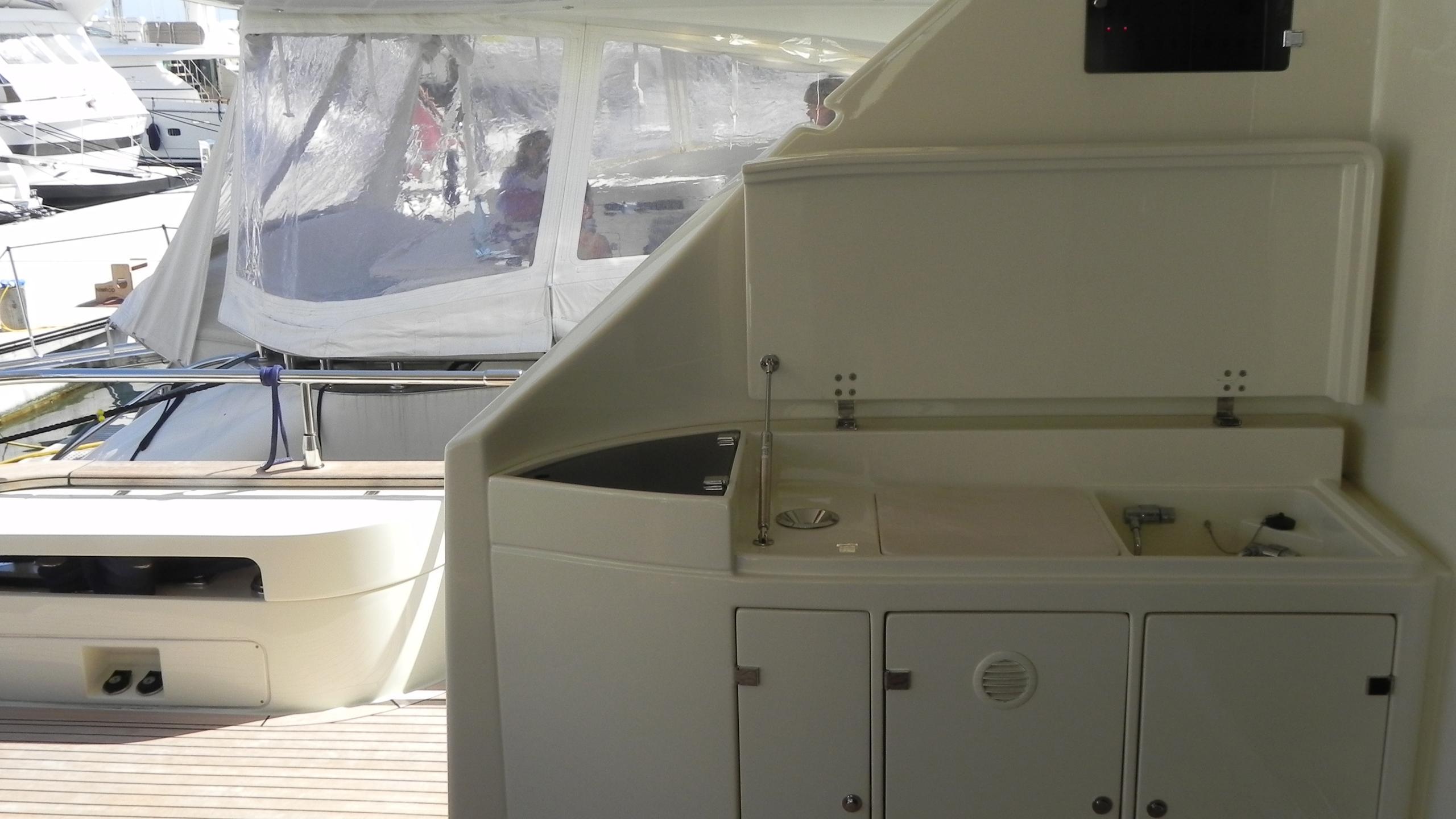 wedge-three-yacht-aft-bar