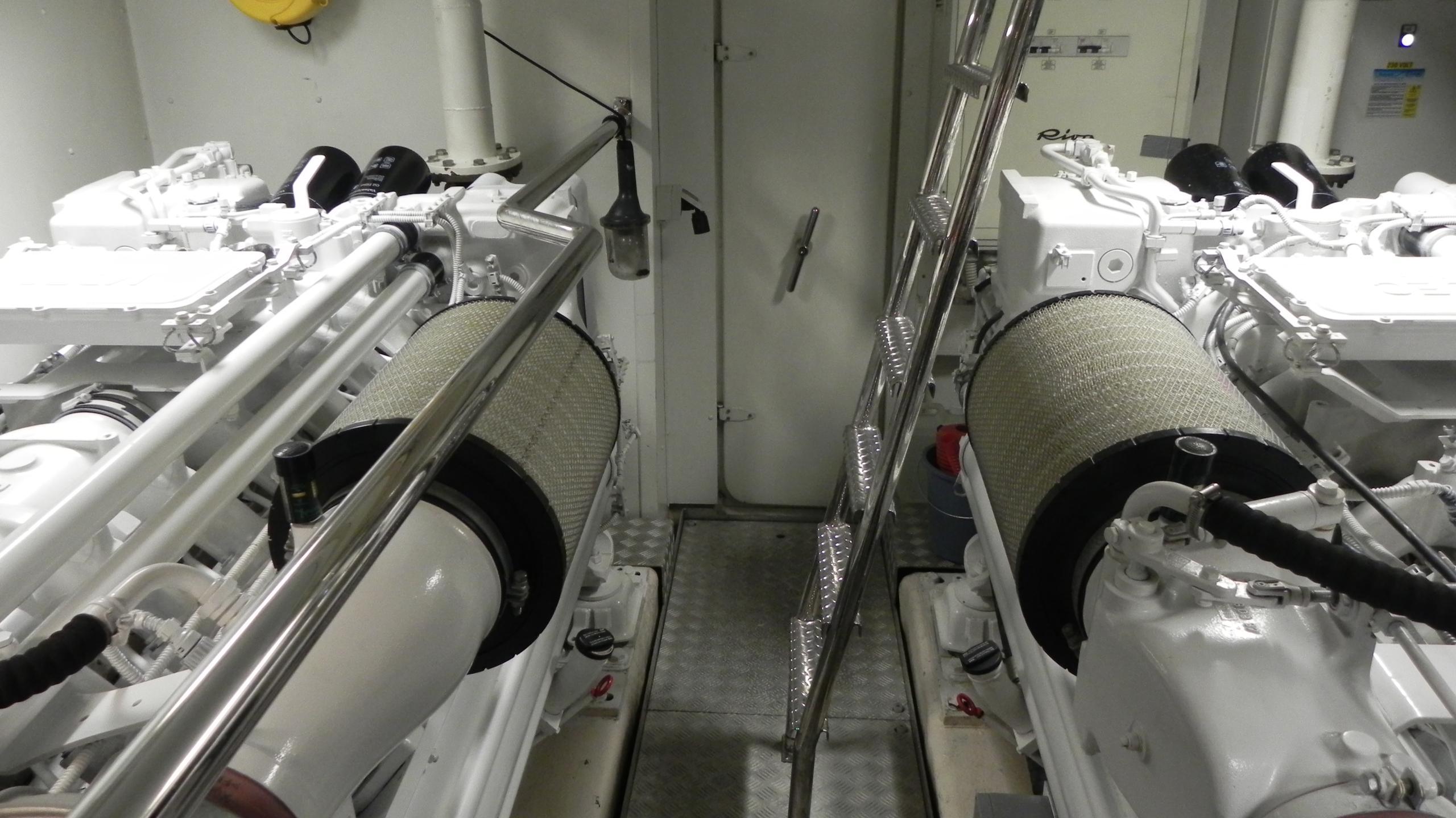 wedge-three-yacht-engineroom