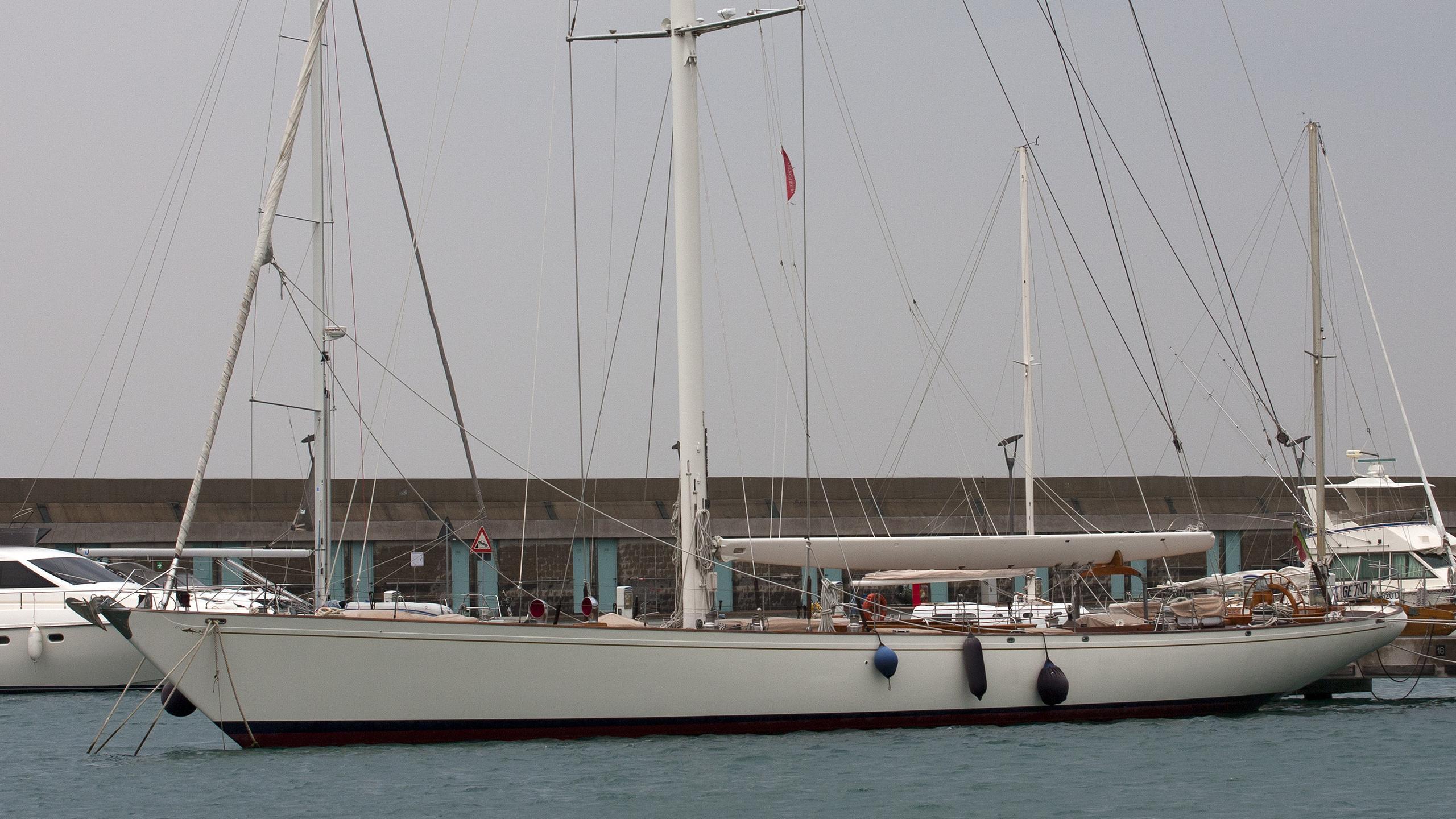 whitefin-yacht-exterior