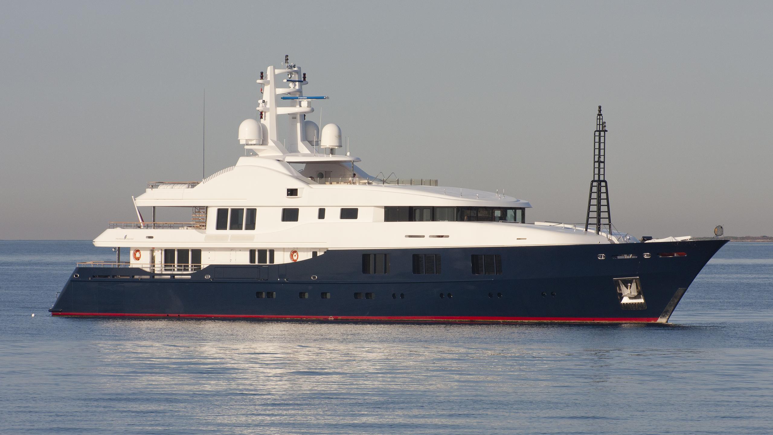 baraka-yacht-exterior