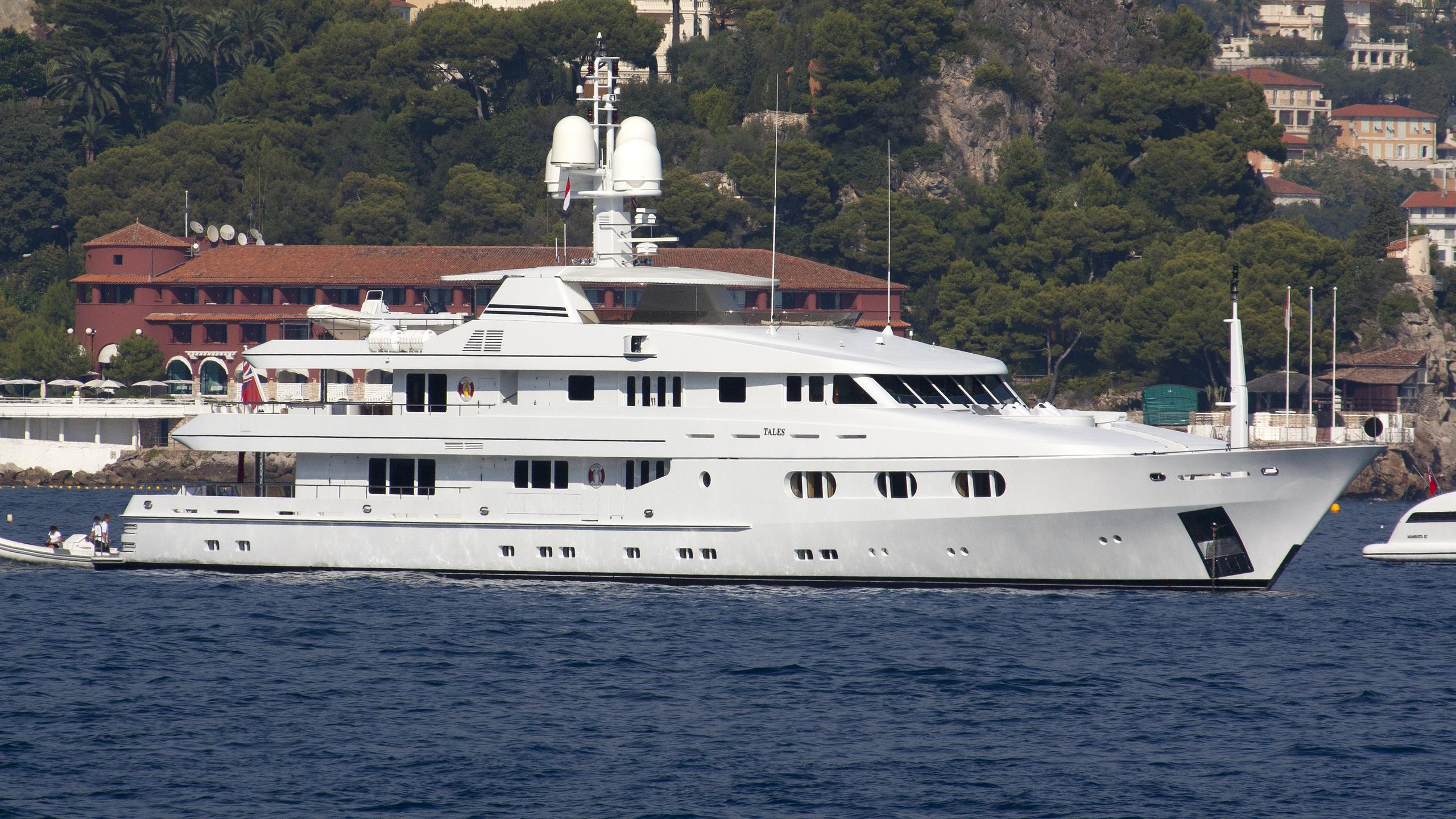 tales-yacht-exterior