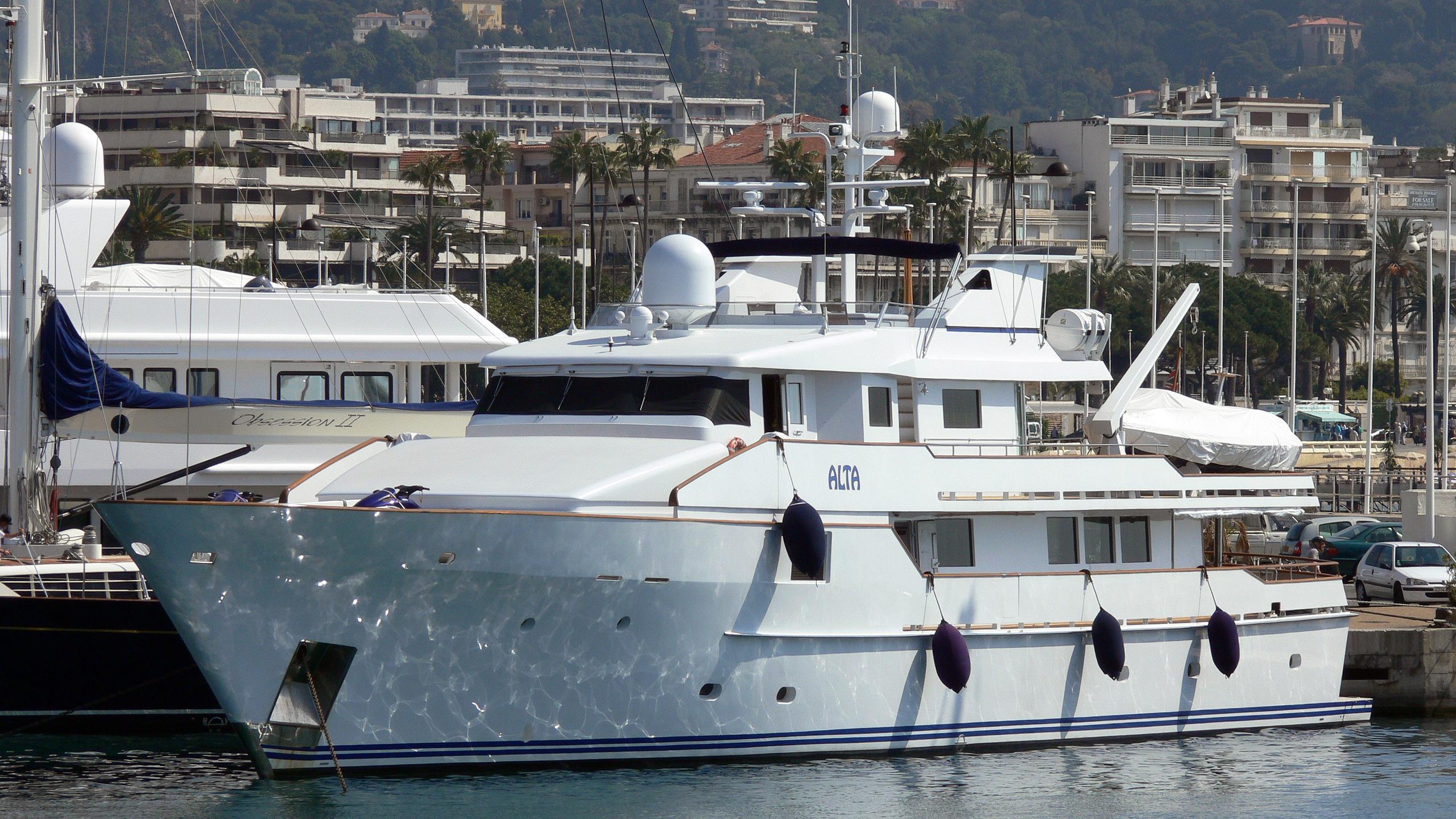 stella-maris-yacht-exterior