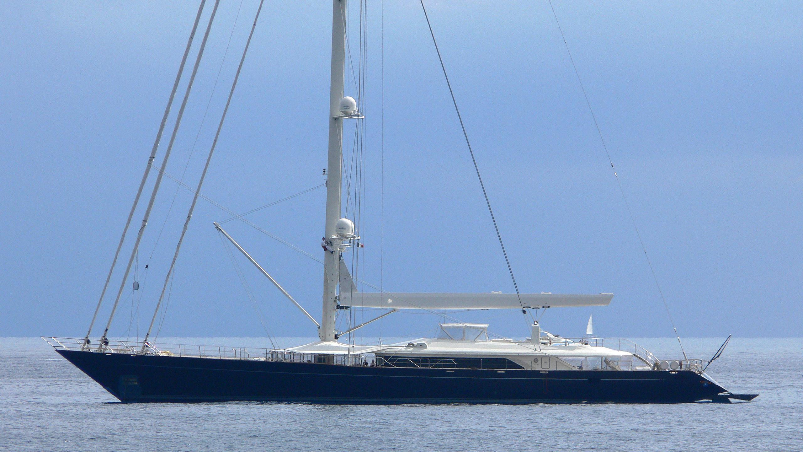 bayesian-yacht-exterior