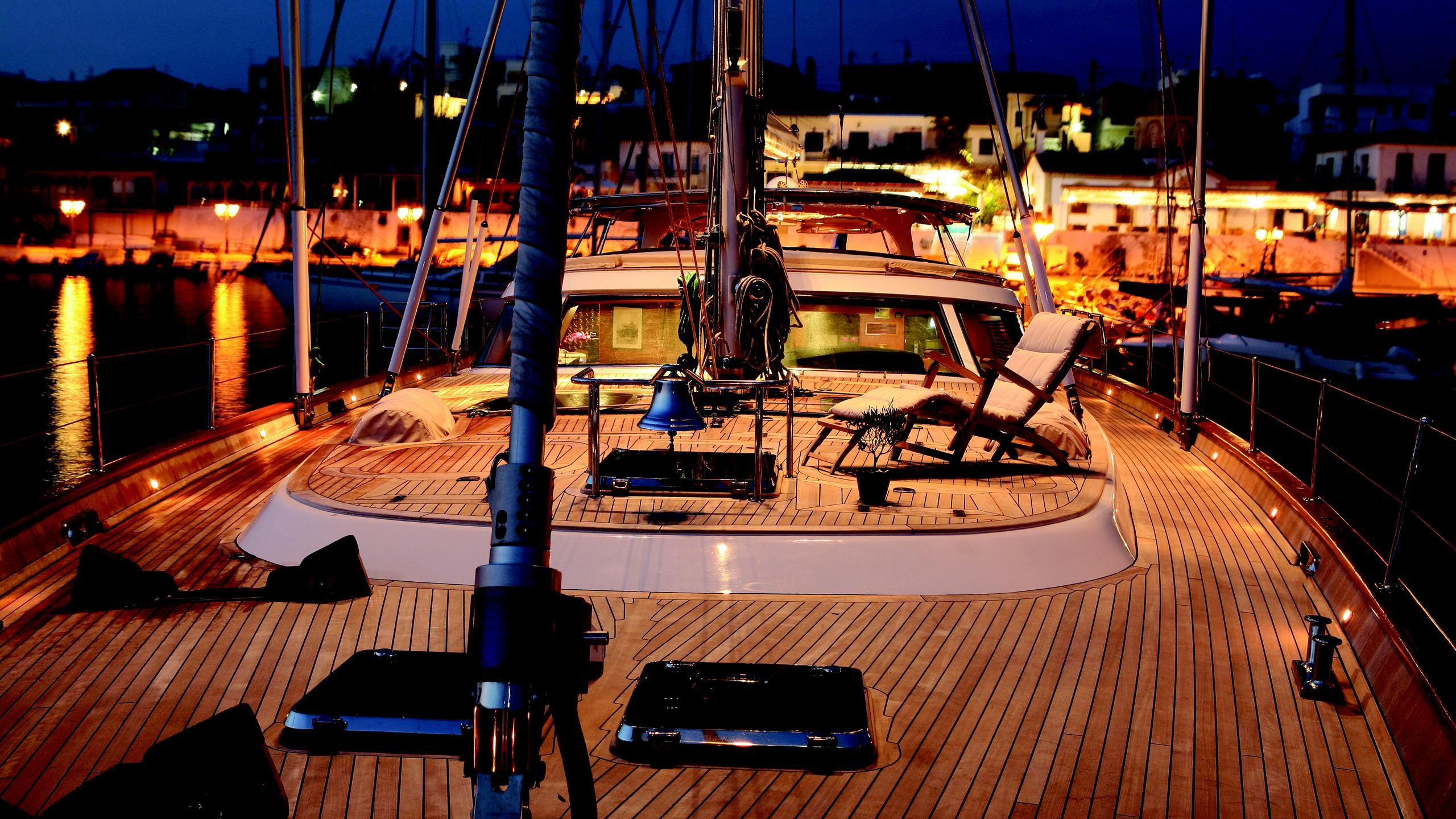 gitana-yacht-main-deck