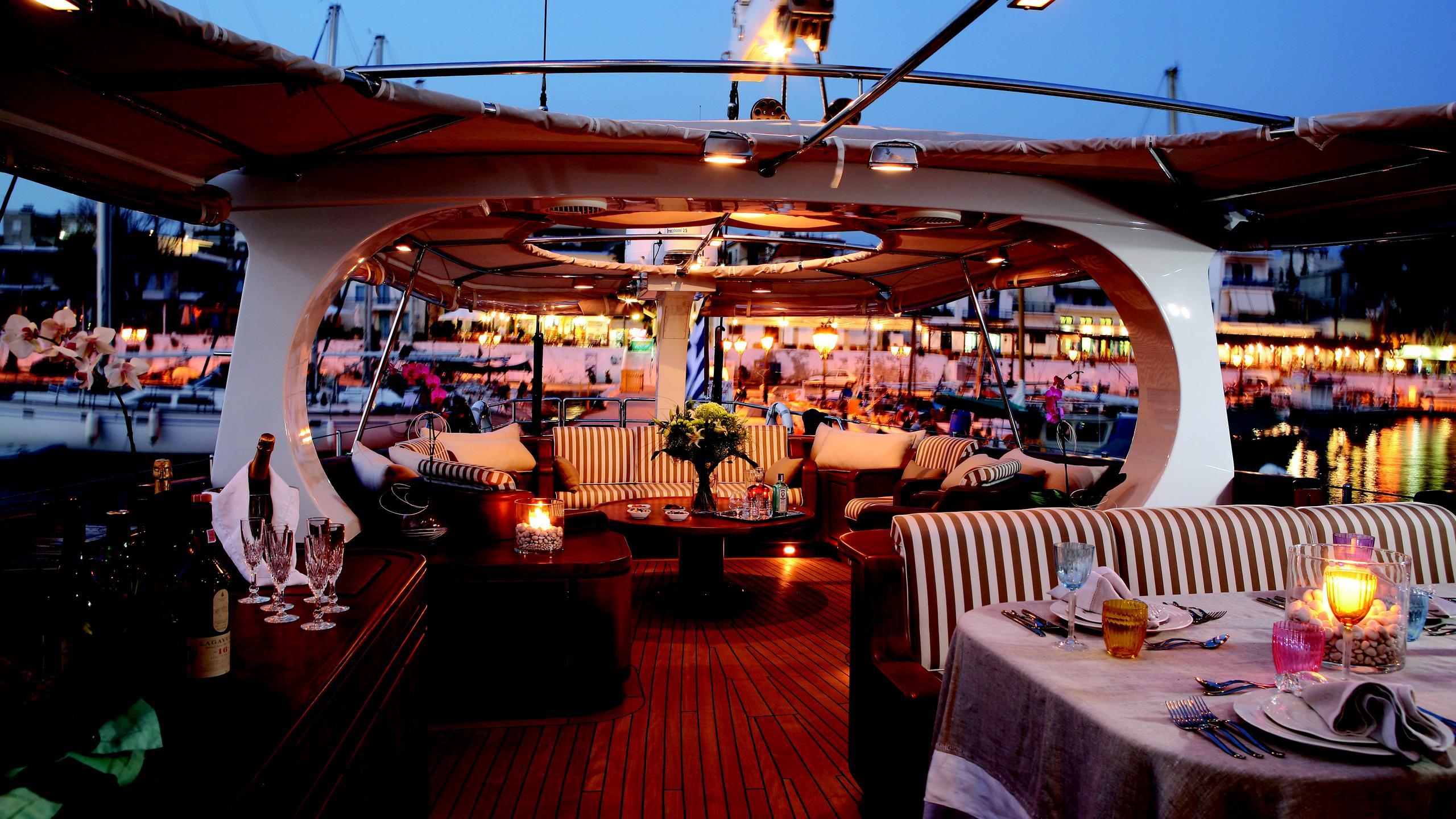 gitana-yacht-fly-deck