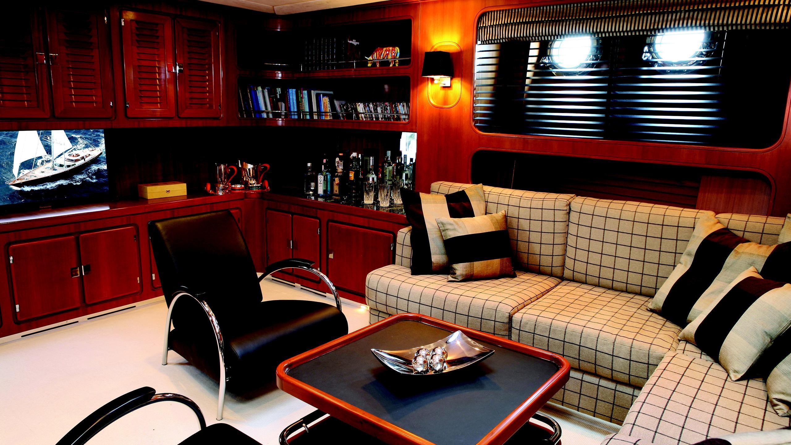 gitana-yacht-saloon