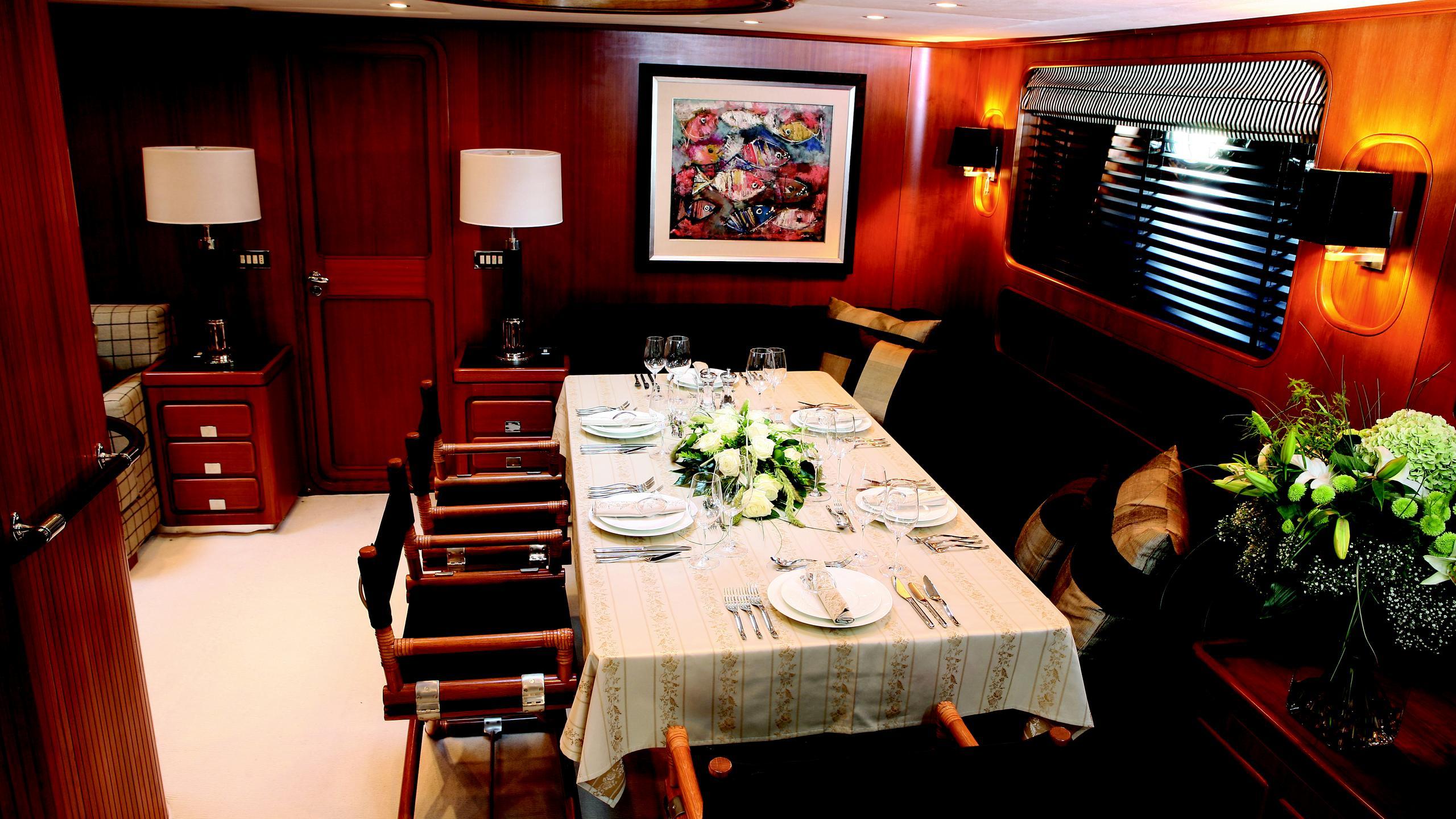 gitana-yacht-formal-dining