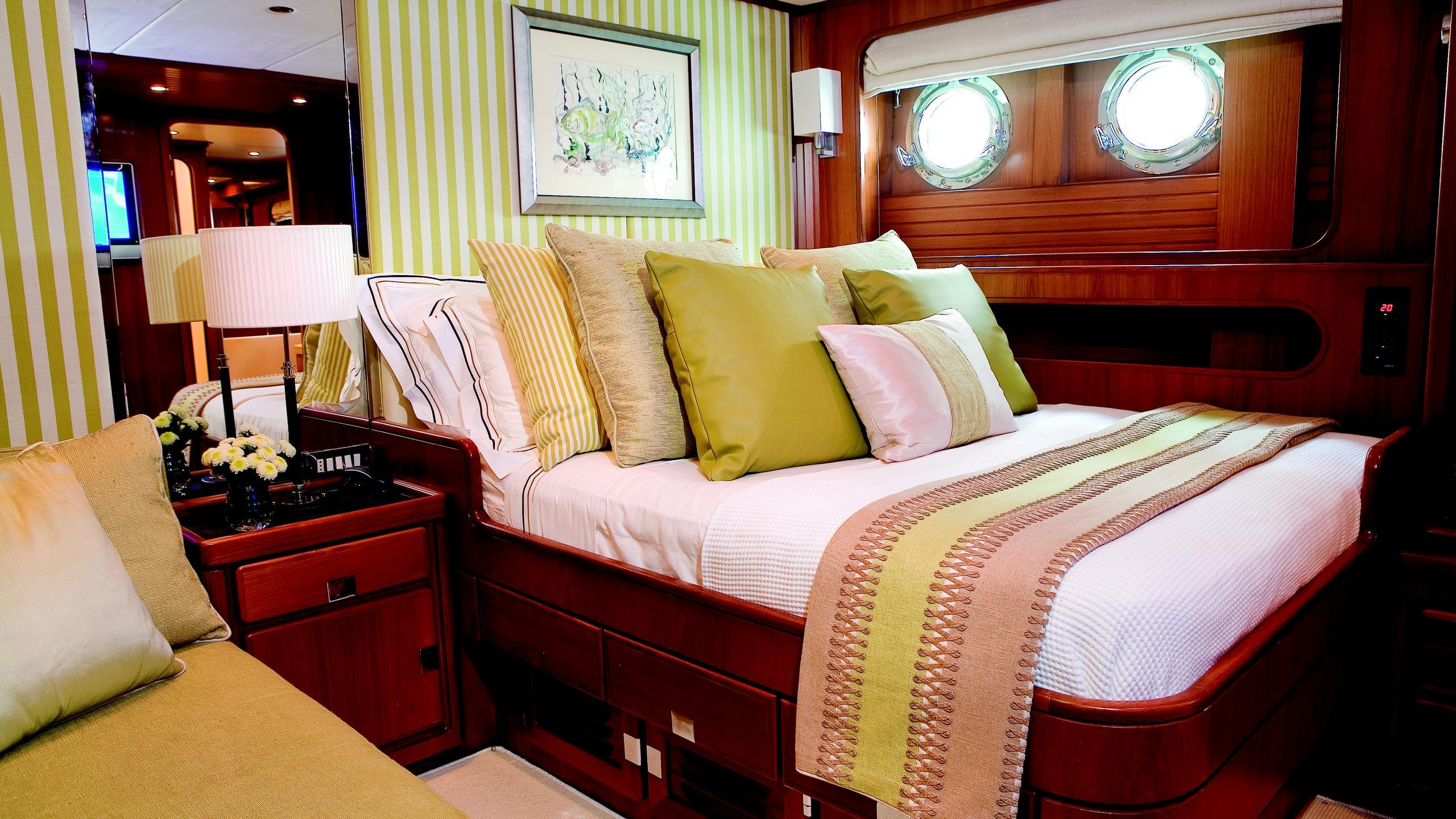 gitana-yacht-double-cabin