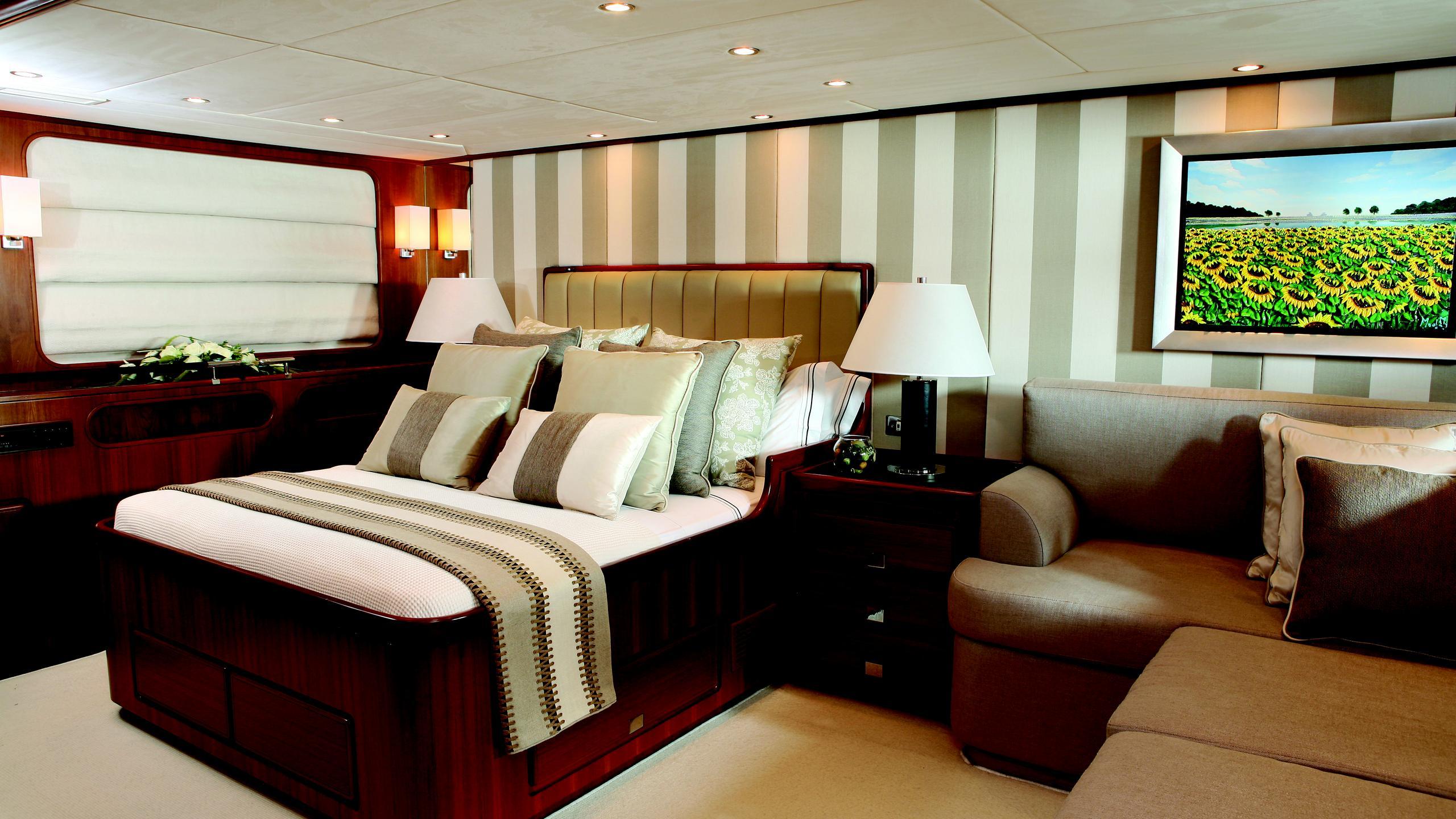 gitana-yacht-master-cabin