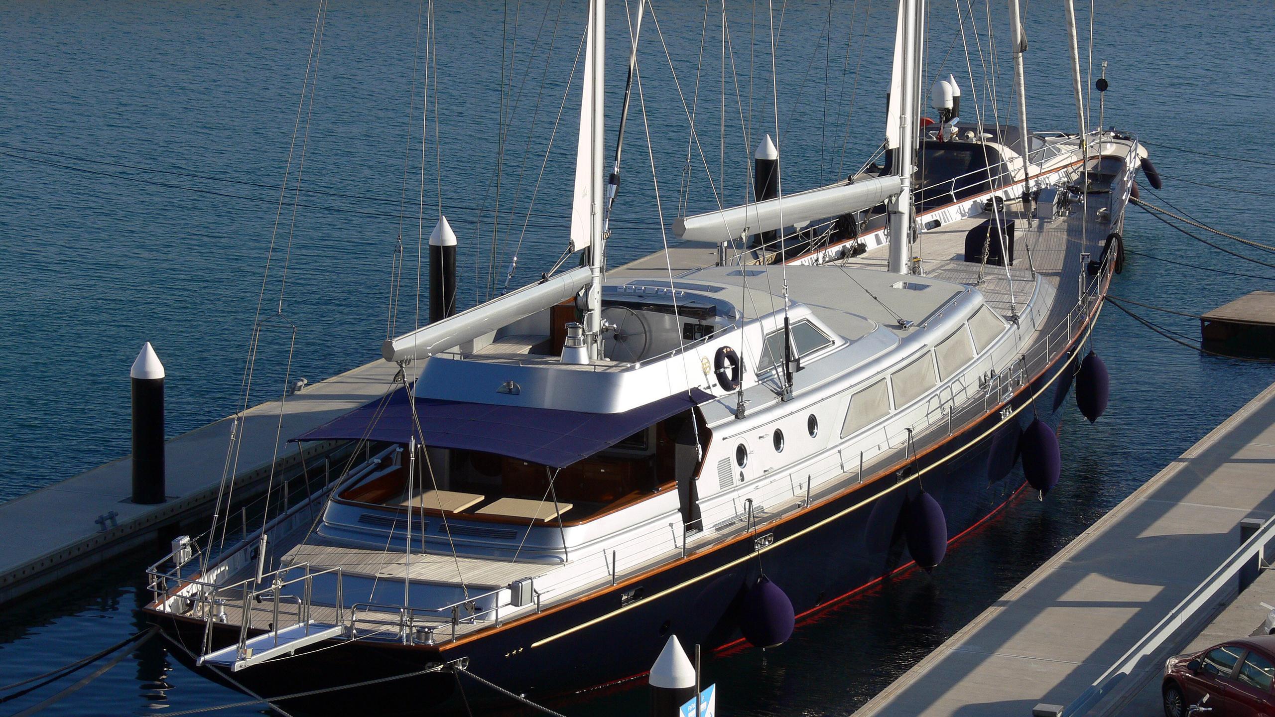 paz-yacht-exterior