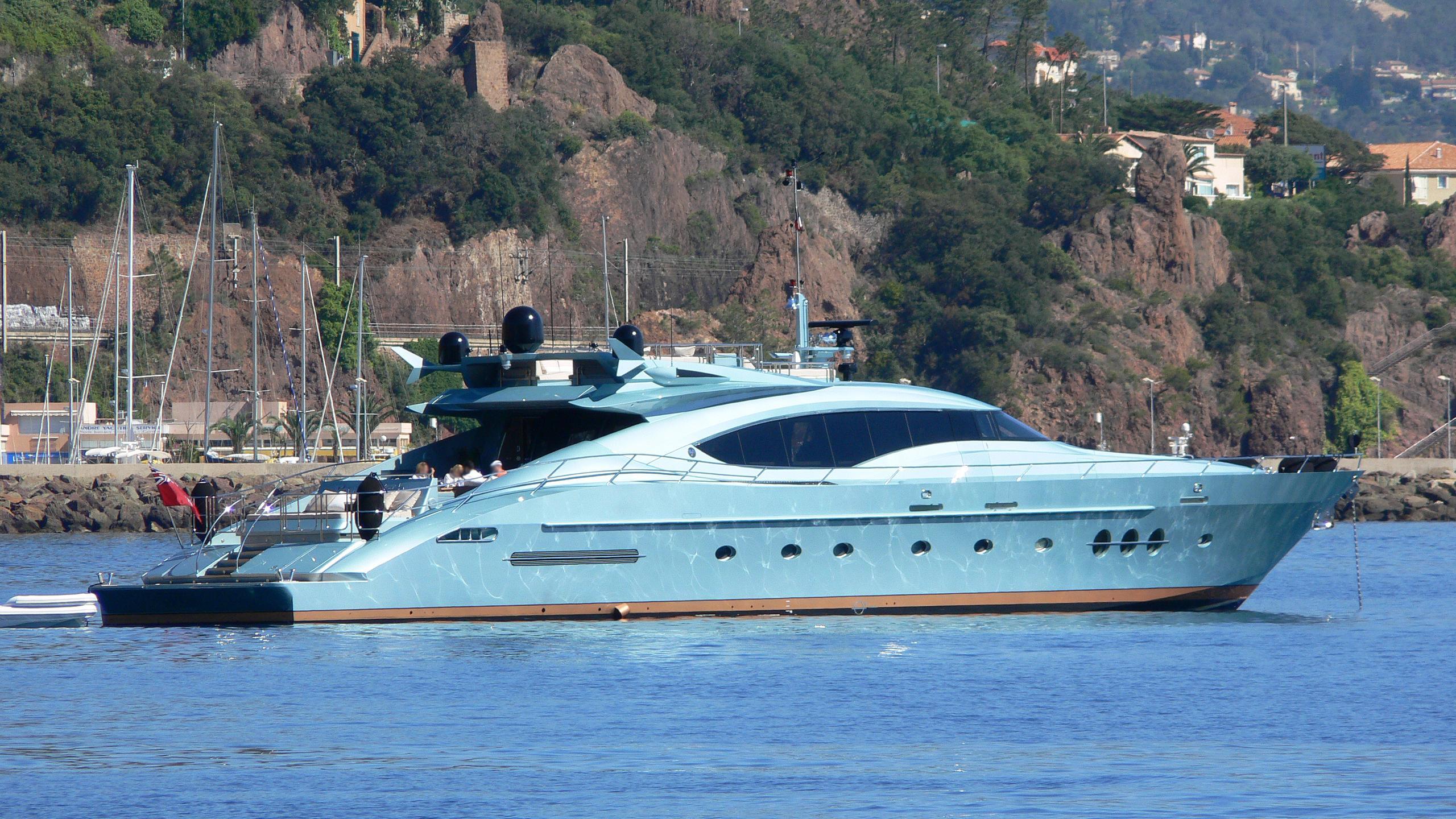 vanquish-yacht-exterior