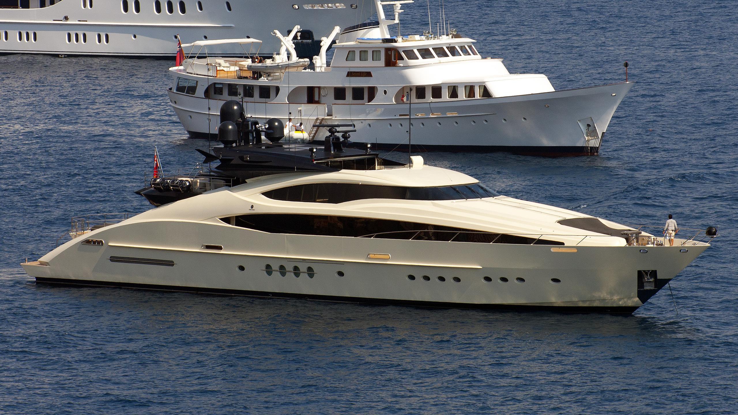 four-jacks-yacht-exterior