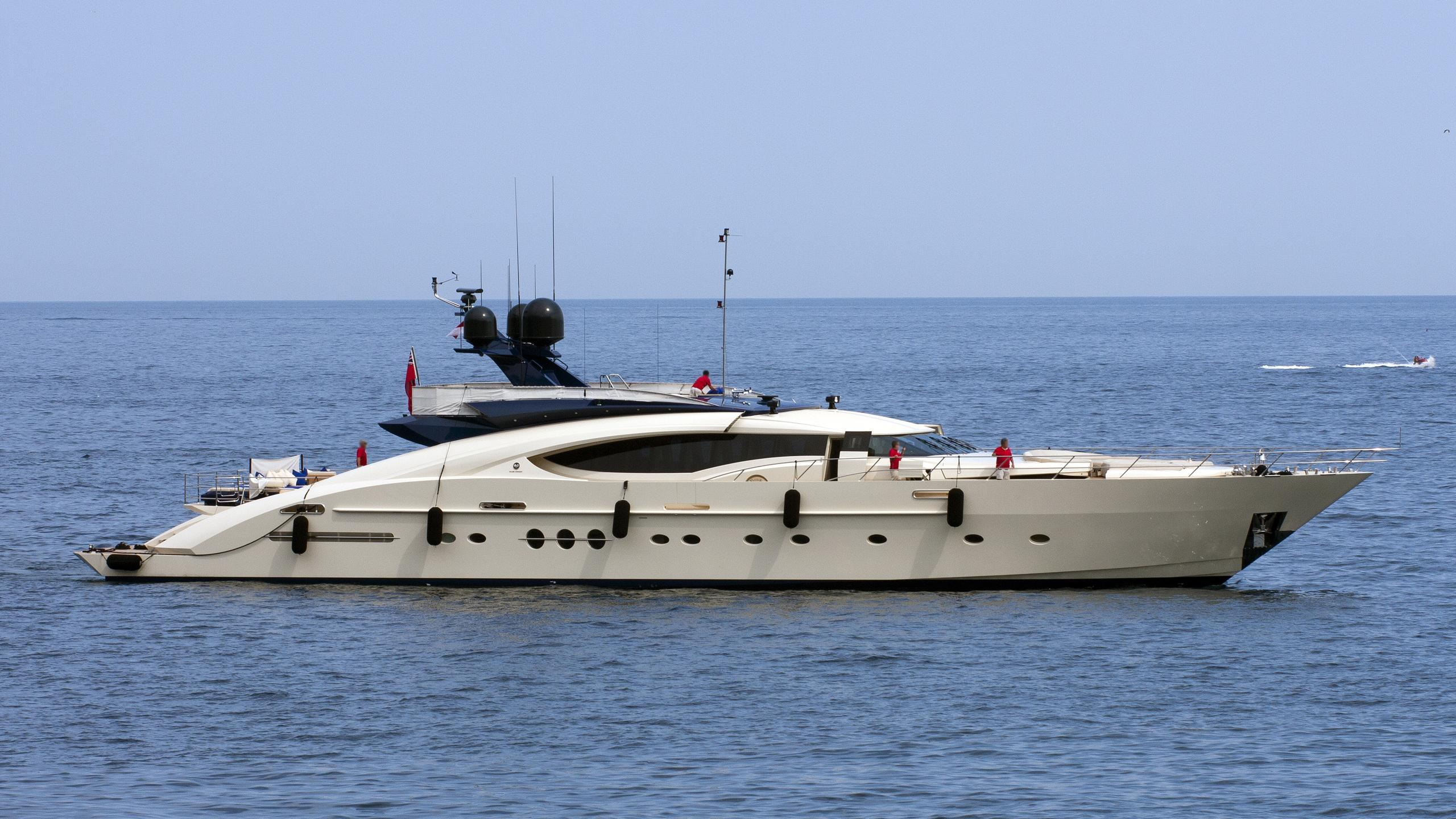 plus-too-yacht-exterior