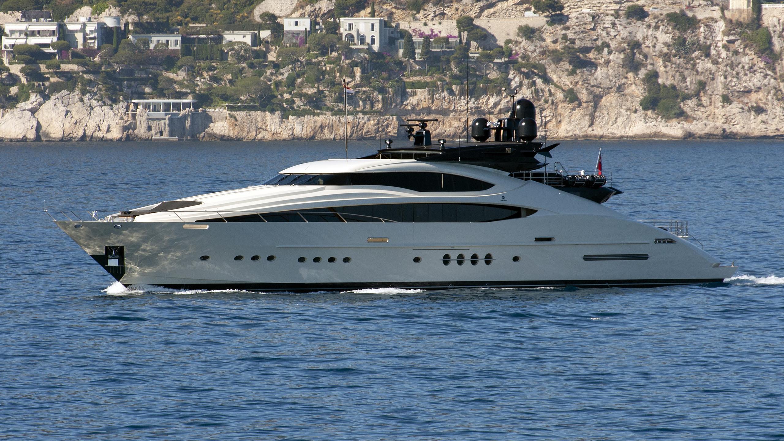 vantage-yacht-exterior