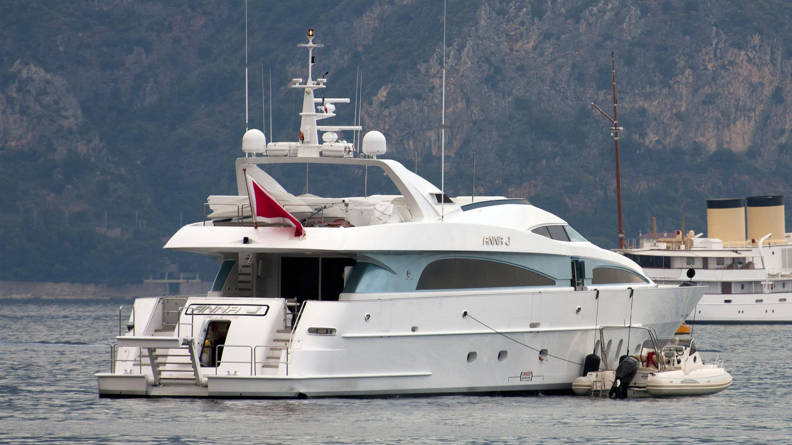 strega-yacht-exterior