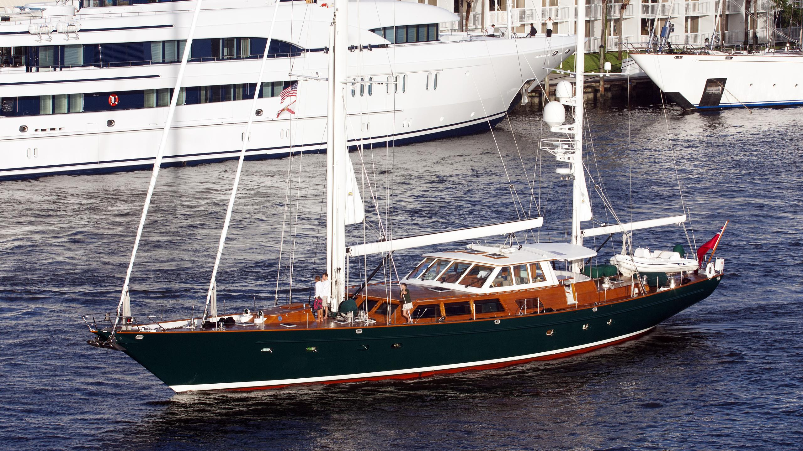 keewaydin-yacht-exterior