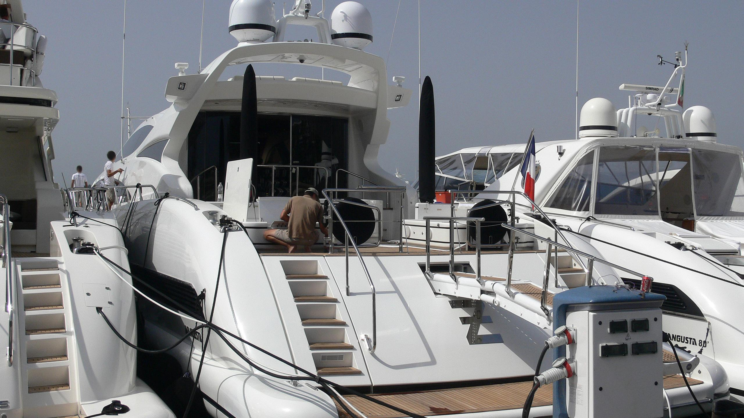 the-storm-i-yacht-exterior