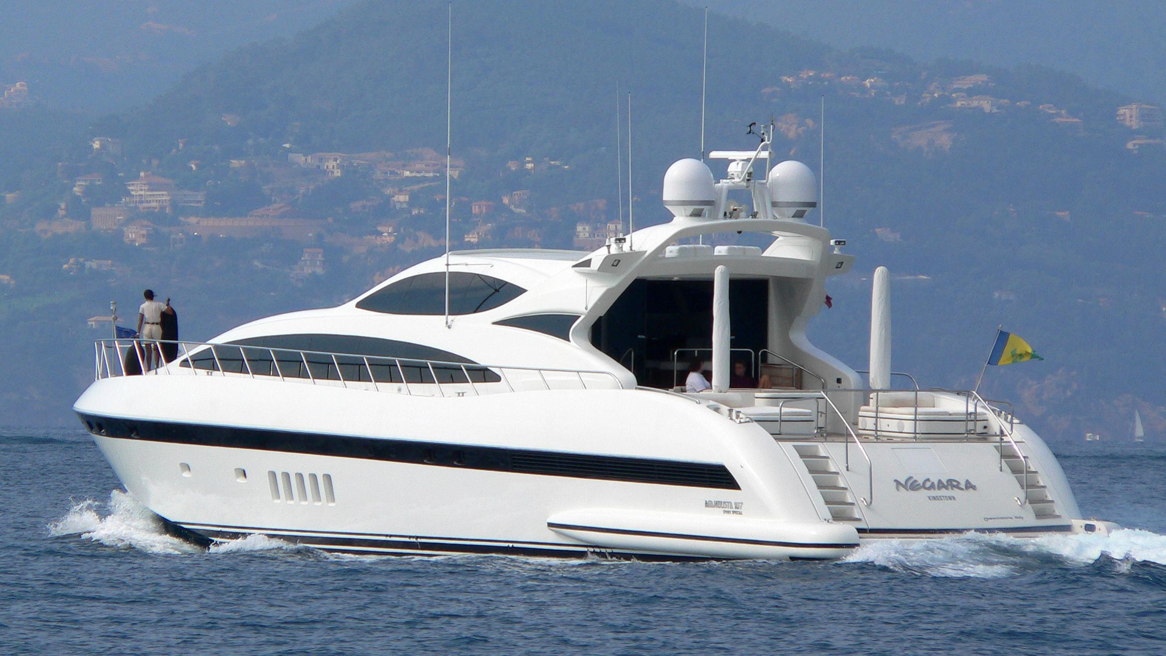 negara-yacht-exterior
