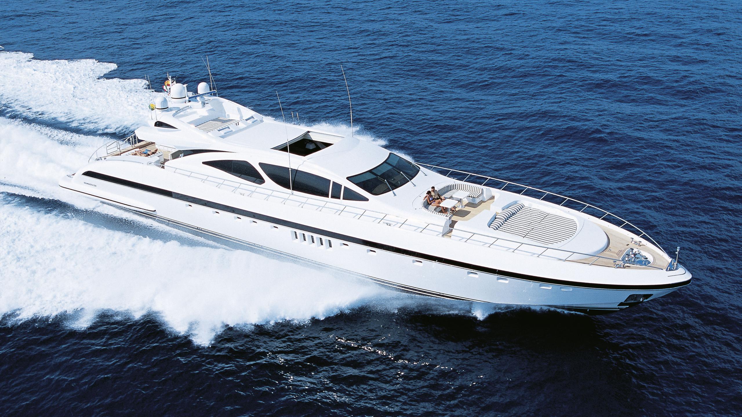 aset-yacht-cruising