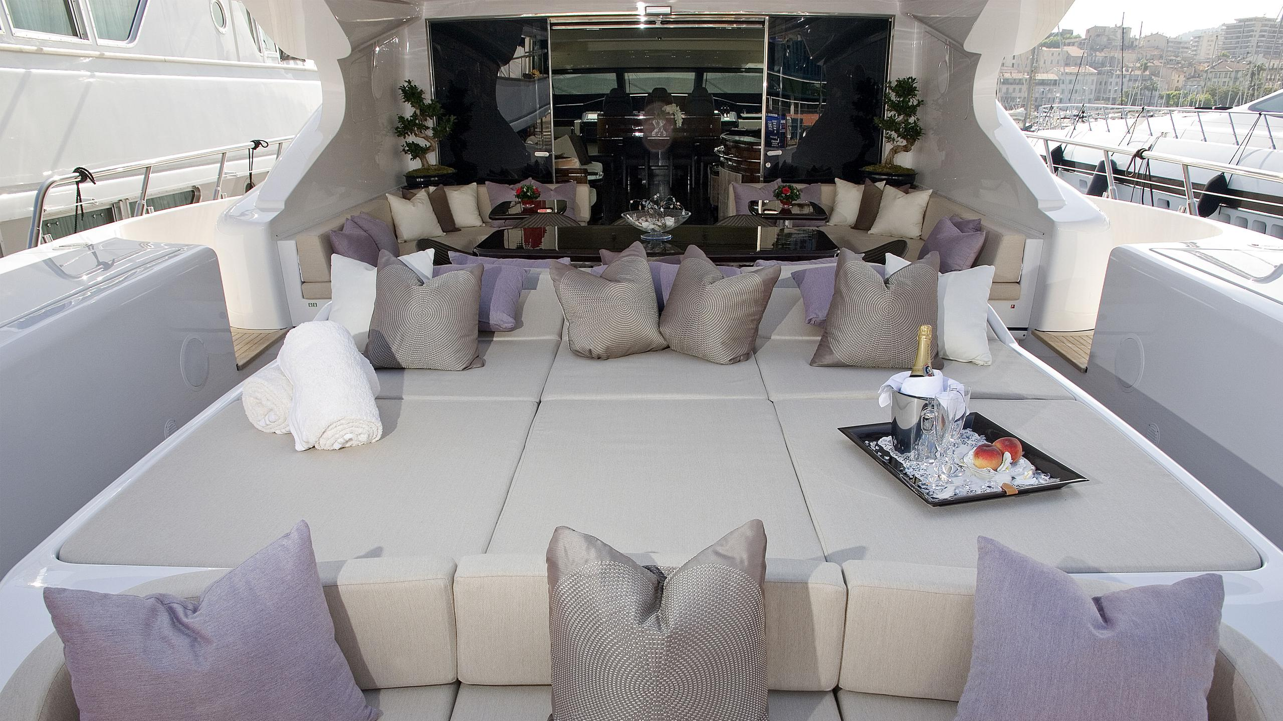 aset-yacht-aft-sun-deck