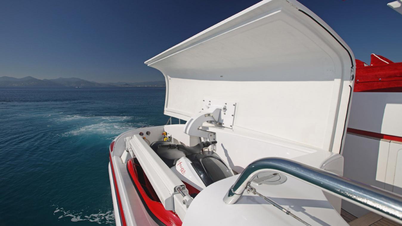 forever-one-yacht-jetski