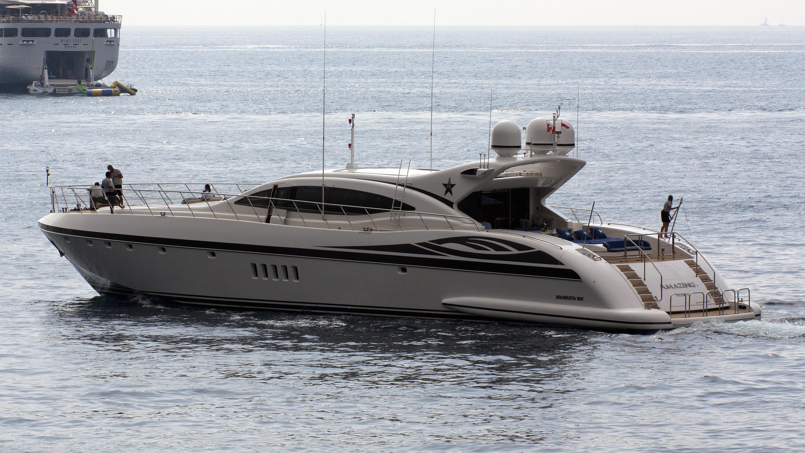 amazing-yacht-exterior