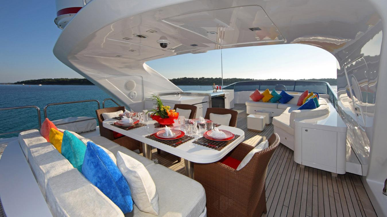 forever-one-yacht-sun-deck-dining