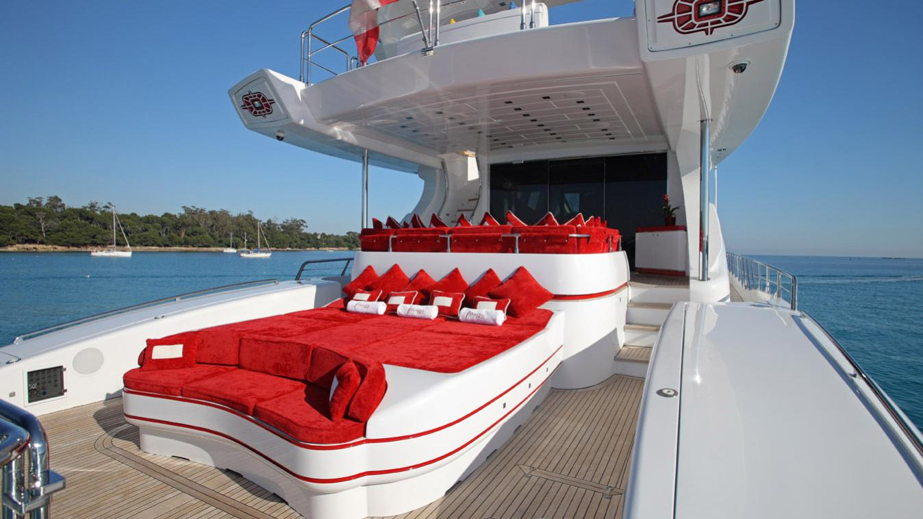 forever-one-yacht-aft-sun-lounger
