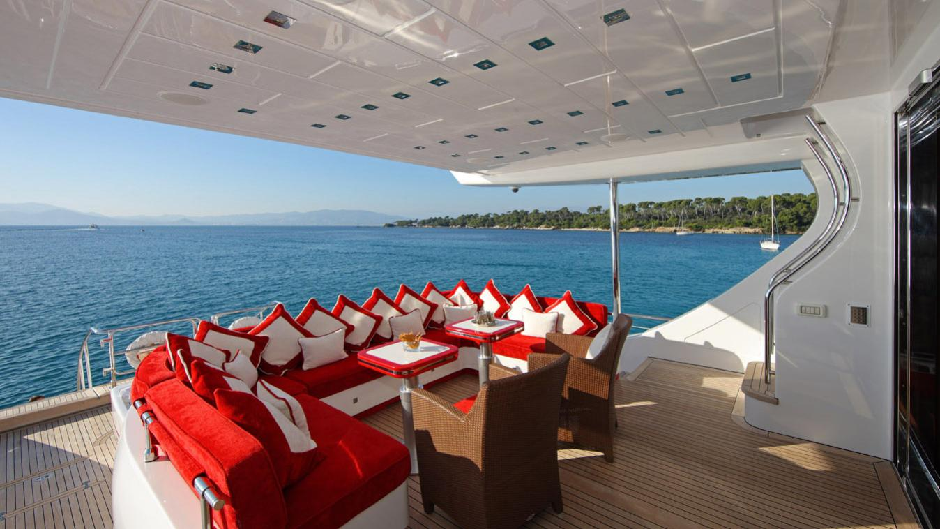 forever-one-yacht-aft-dining