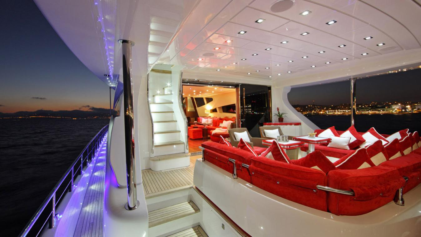 forever-one-yacht-side-deck