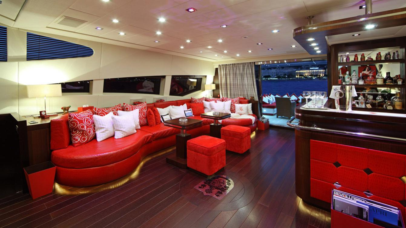 forever-one-yacht-saloon