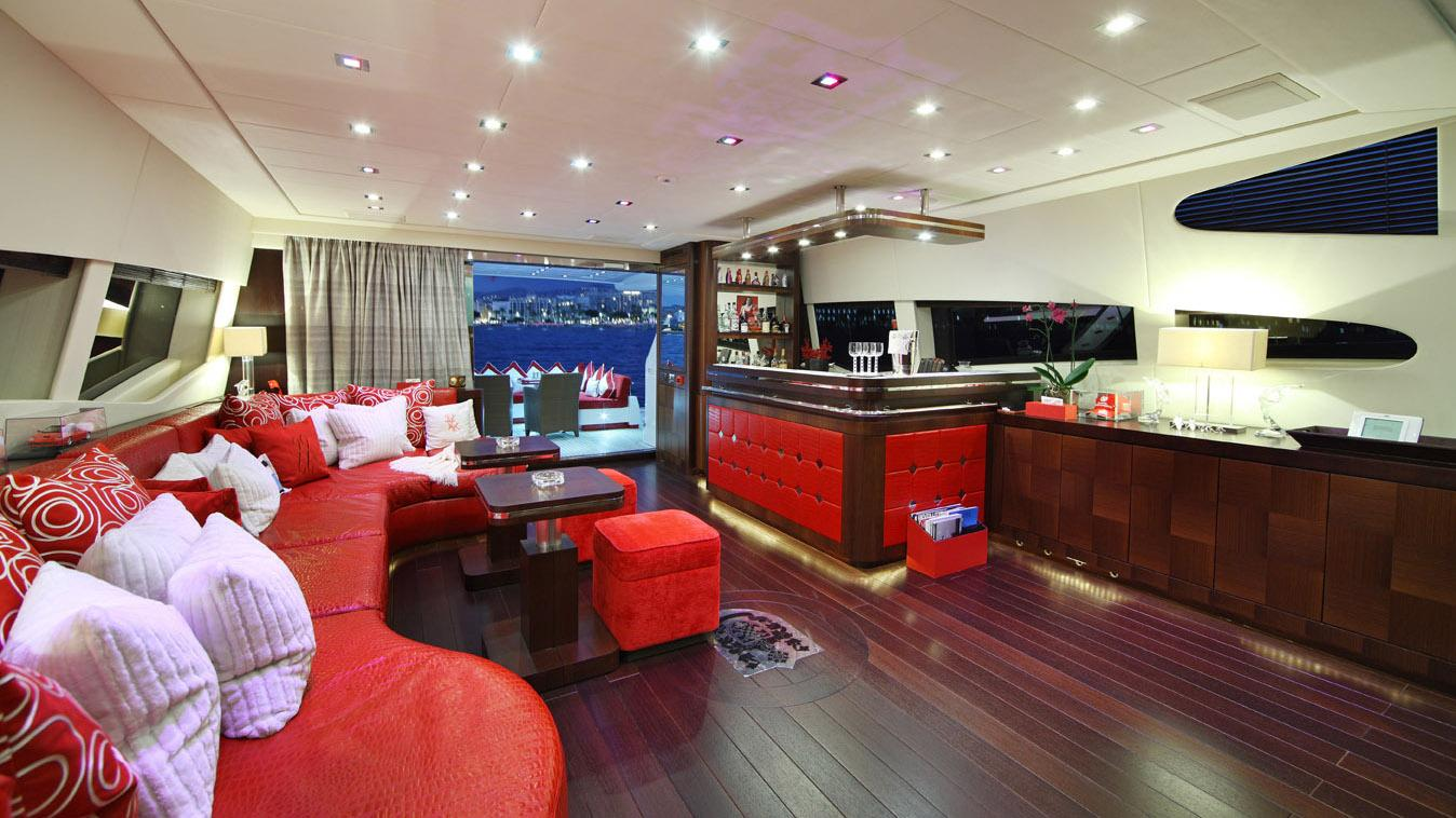 forever-one-yacht-bar