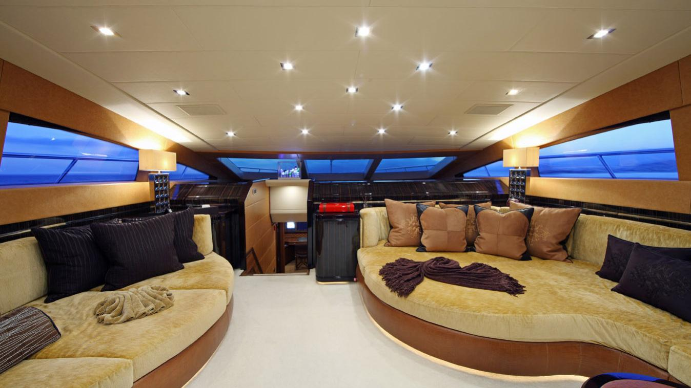 forever-one-yacht-lounge