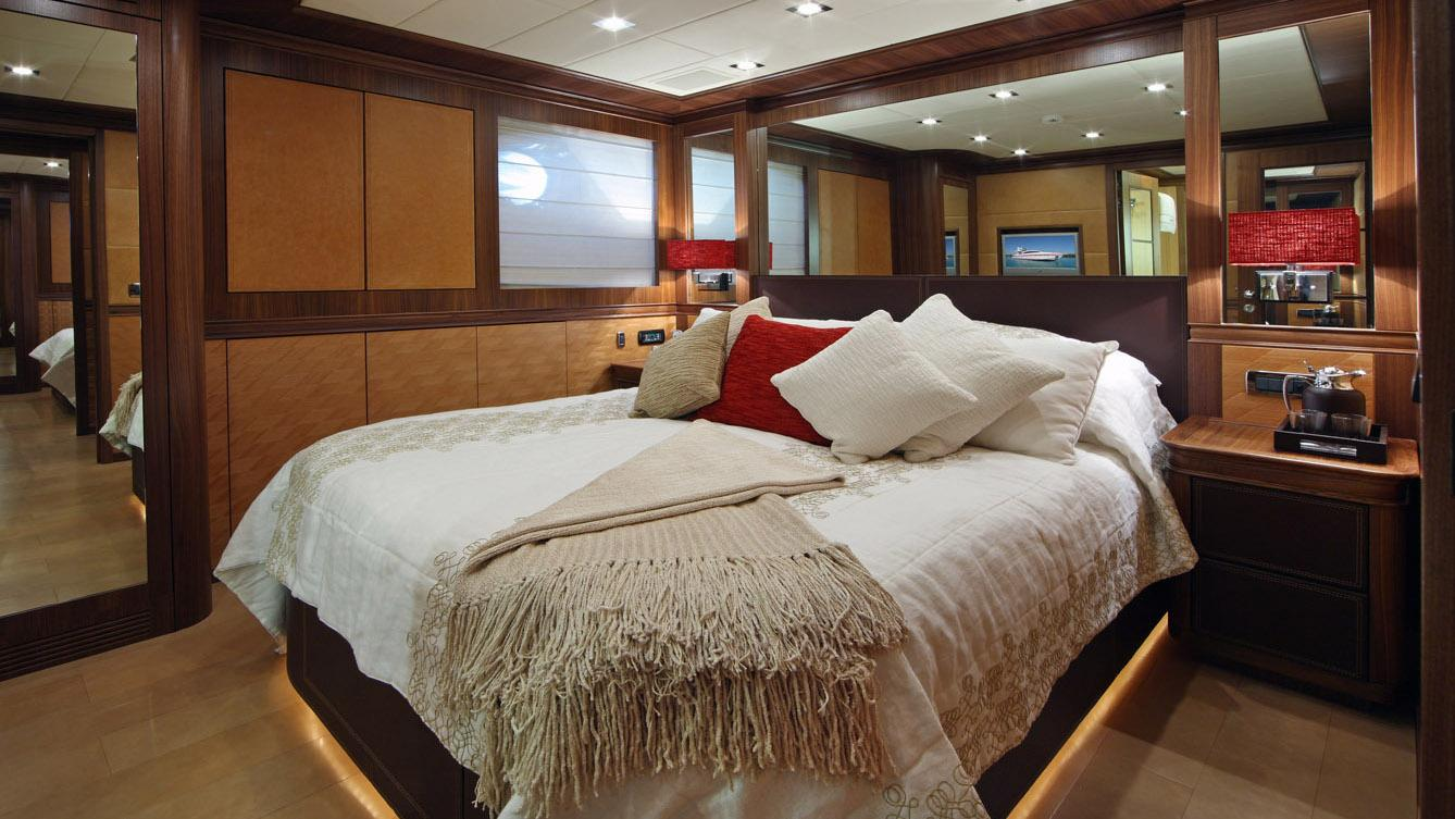forever-one-yacht-double-cabin