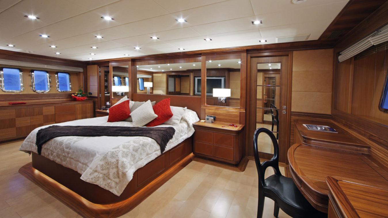 forever-one-yacht-master-cabin