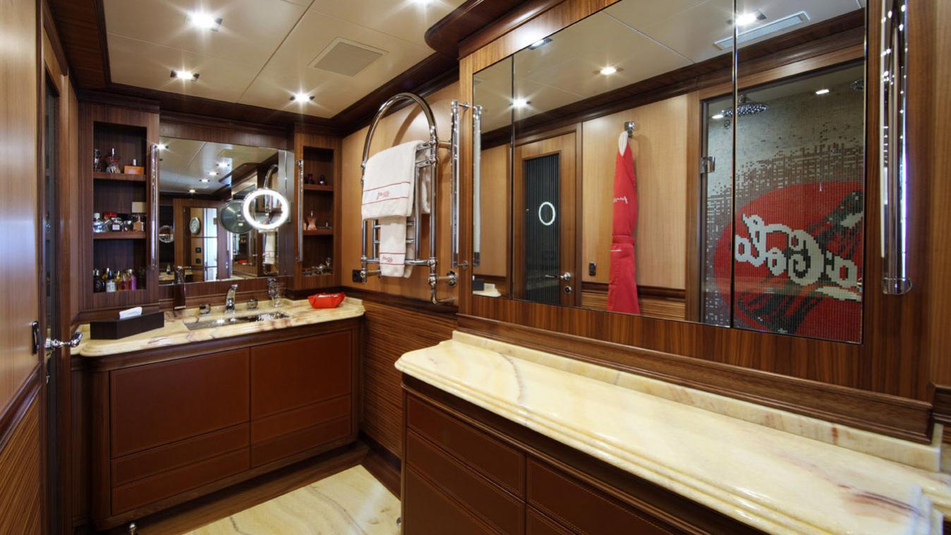 forever-one-yacht-bathroom