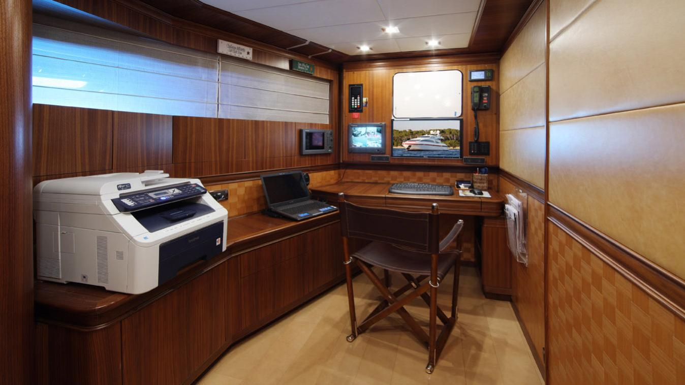 forever-one-yacht-navigation