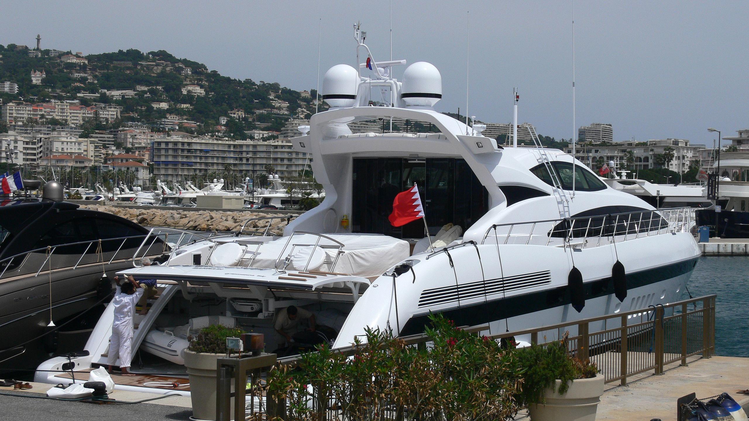 delmona-yacht-exterior