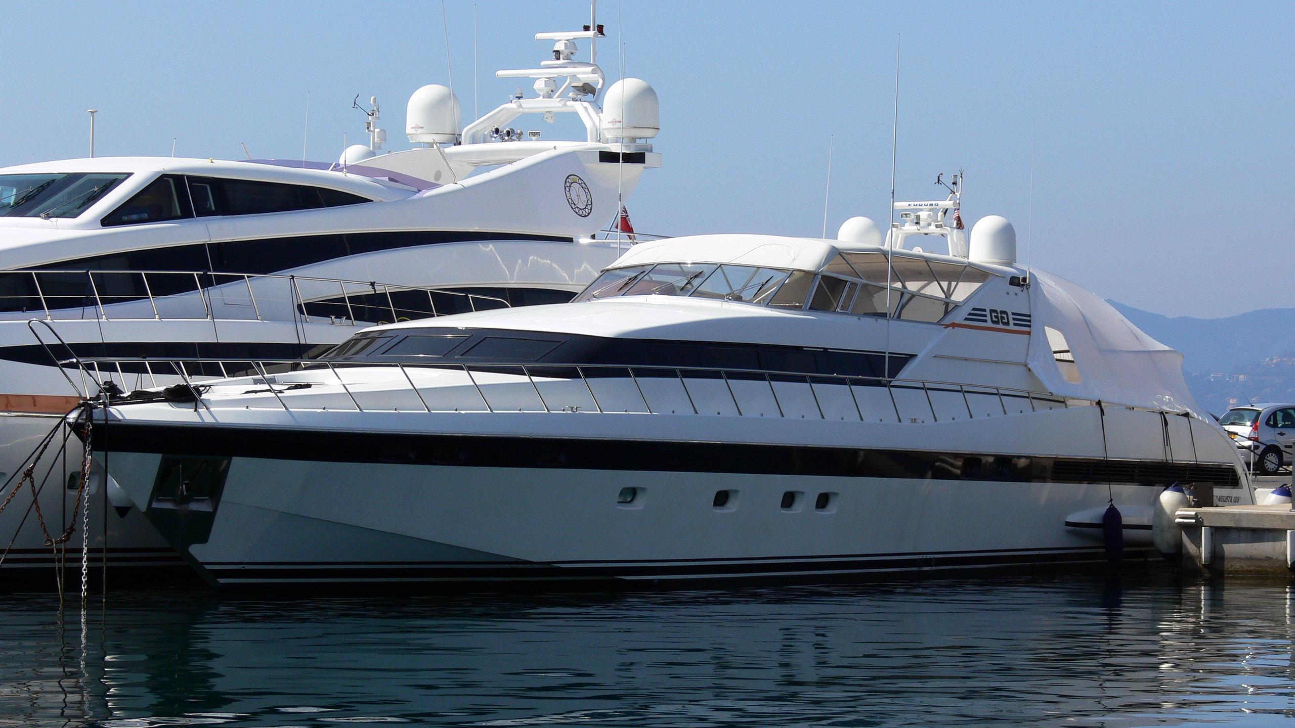 plume-yacht-exterior