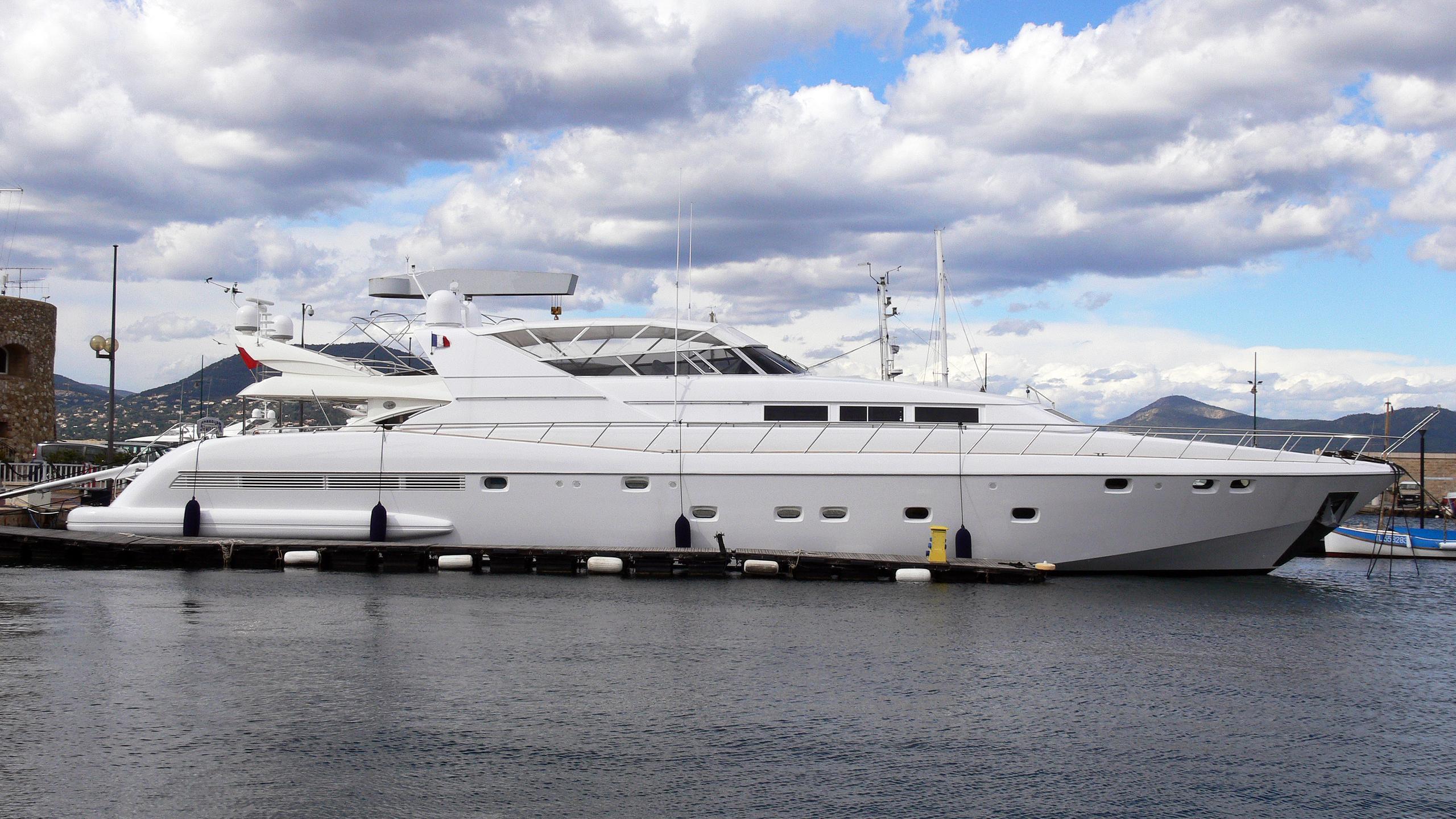 perla-di-mare-ii-yacht-exterior