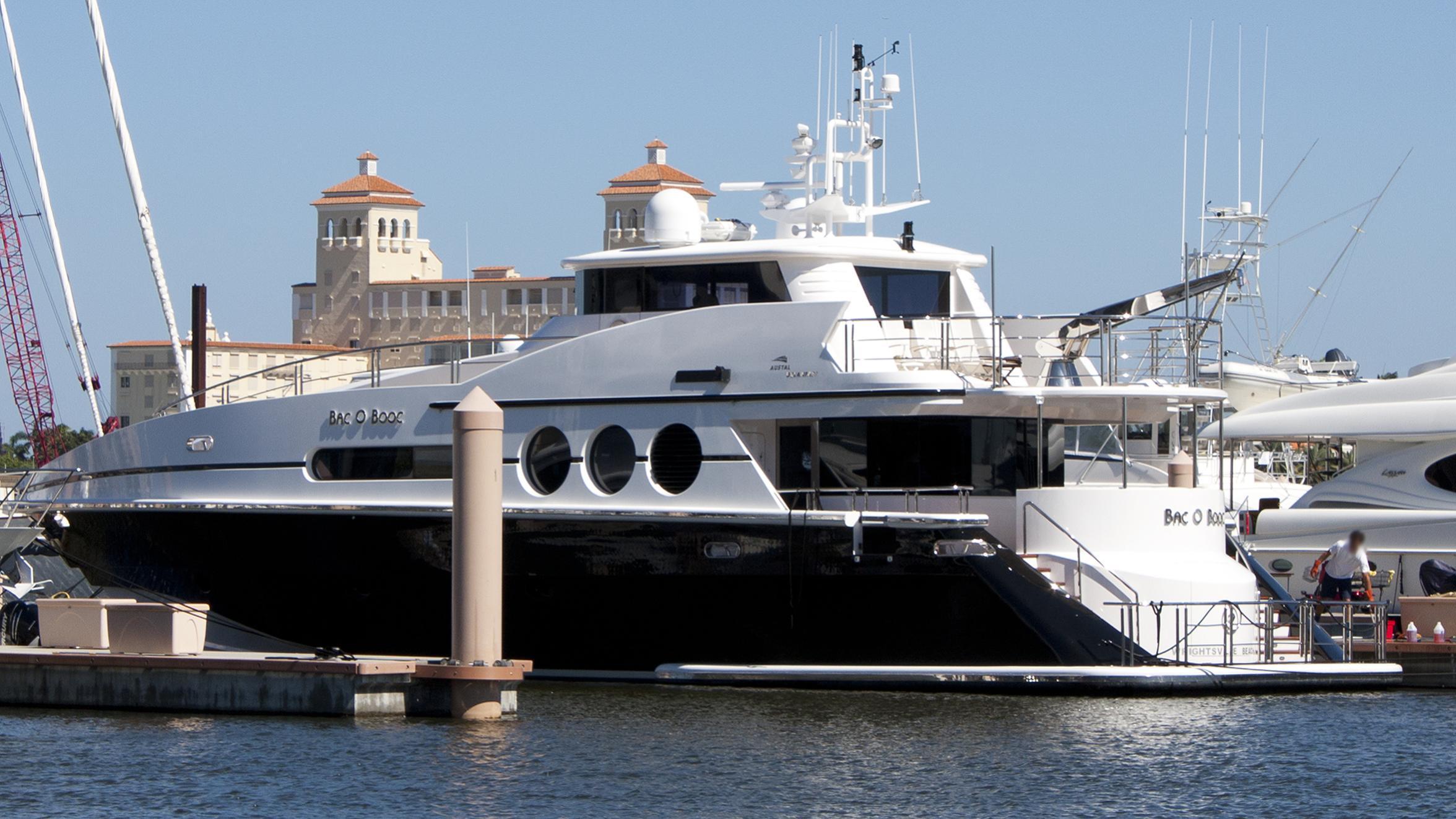 arthurs-way-yacht-exterior