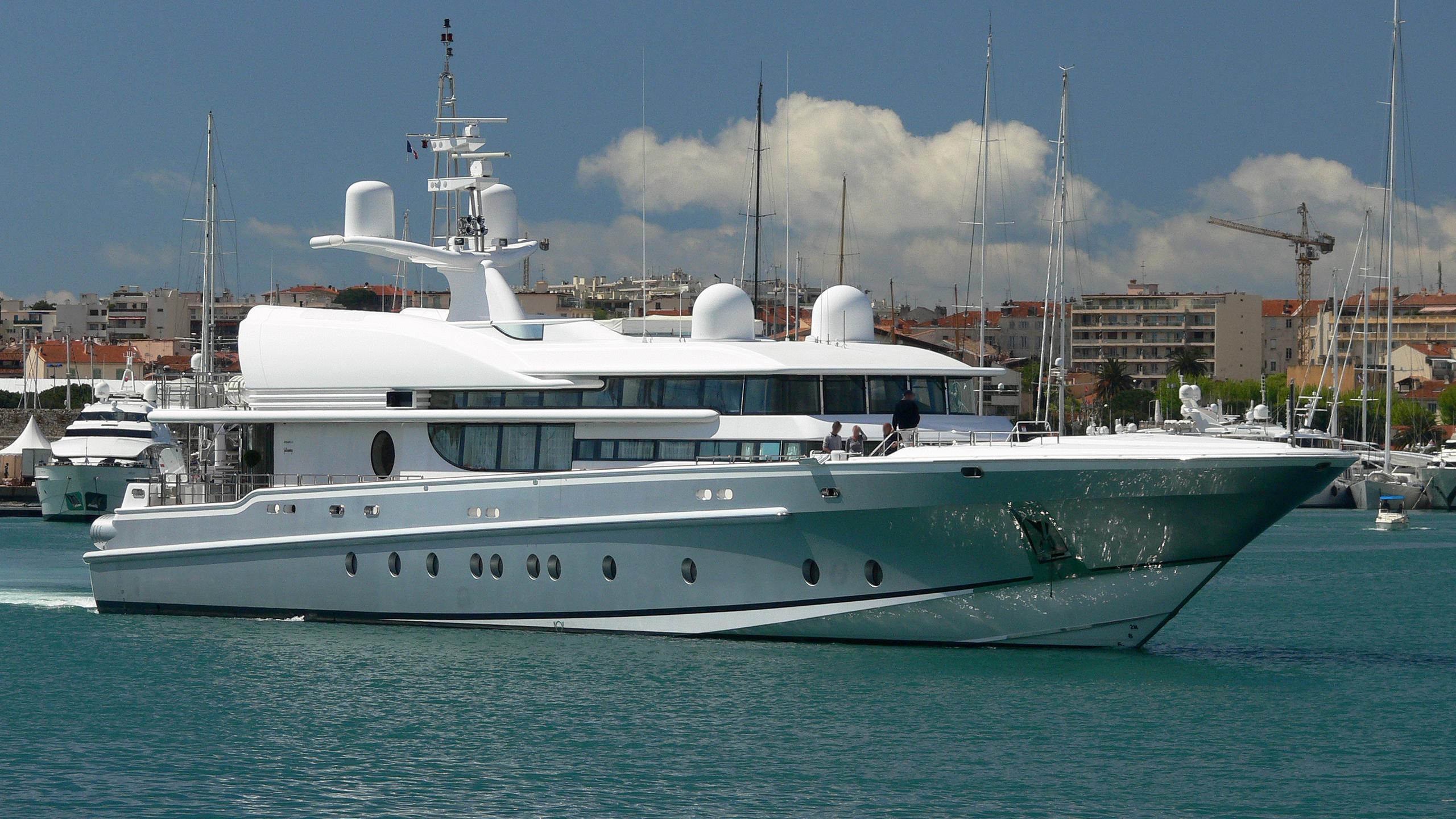 lady-k-yacht-exterior