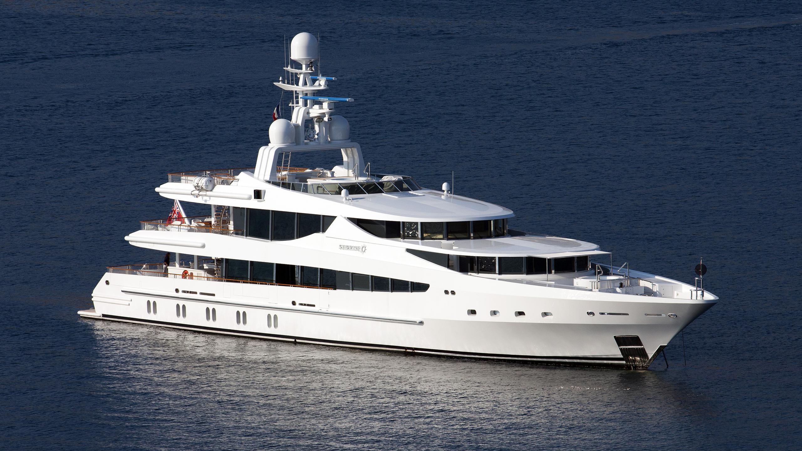 sunrise-yacht-exterior