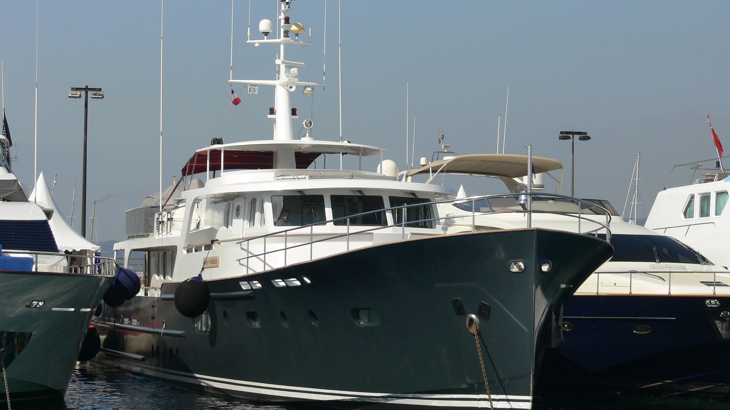alexandria-yacht-exterior