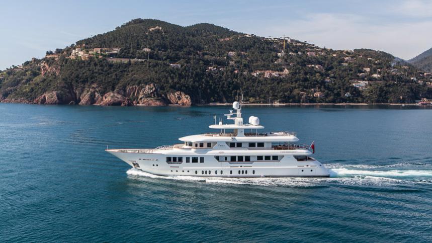 pride-yacht-cruising