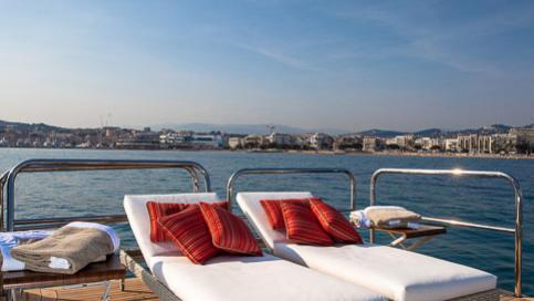 pride-yacht-upper-deck