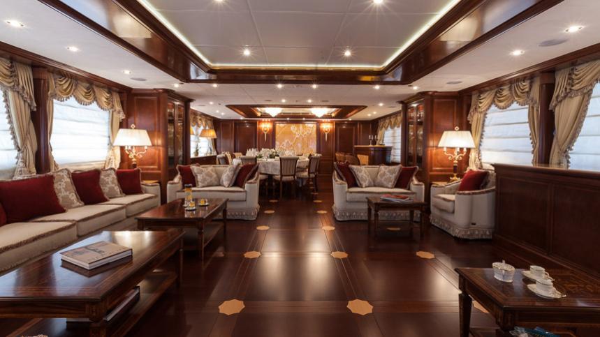 pride-yacht-saloon