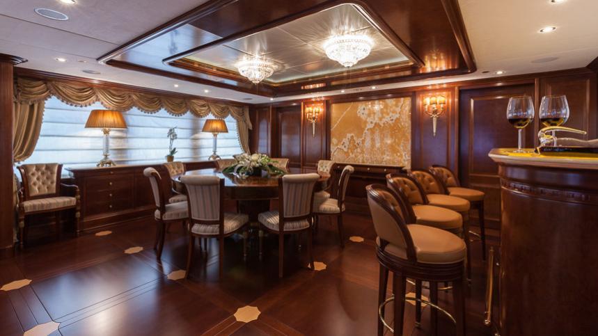 pride-yacht-bar-lounge